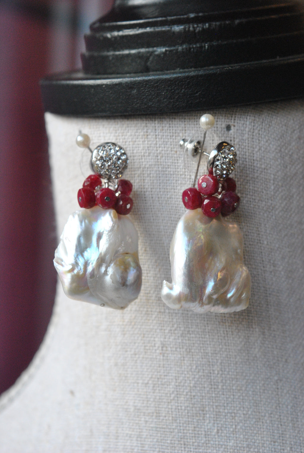 WHITW FRESHWATER PEARLS AND RUBY JADE EARRINGS