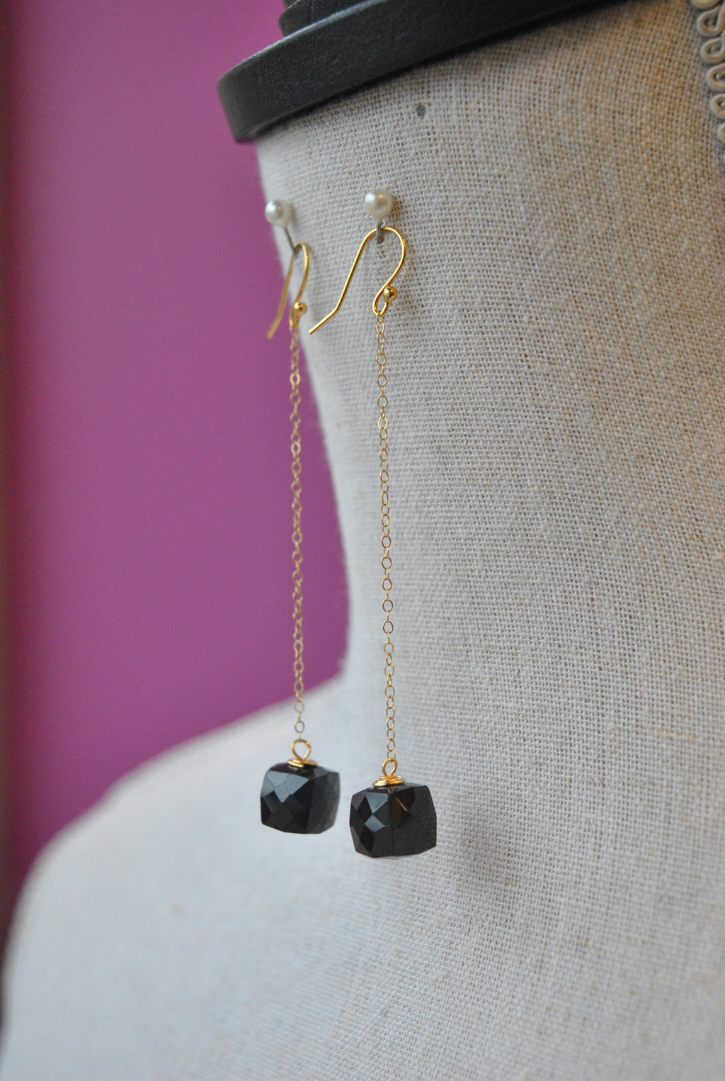 BLACK SPINEL LONG DELICATE LONG EARRINGS