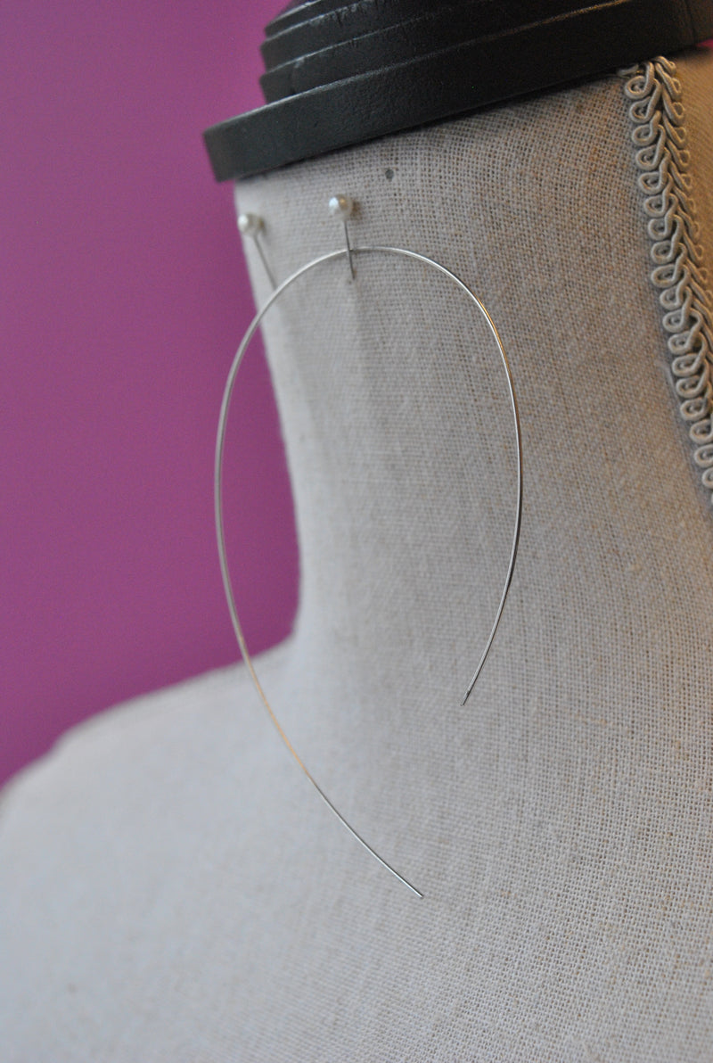 SIMPLE STATEMENT WIRE EARRINGS