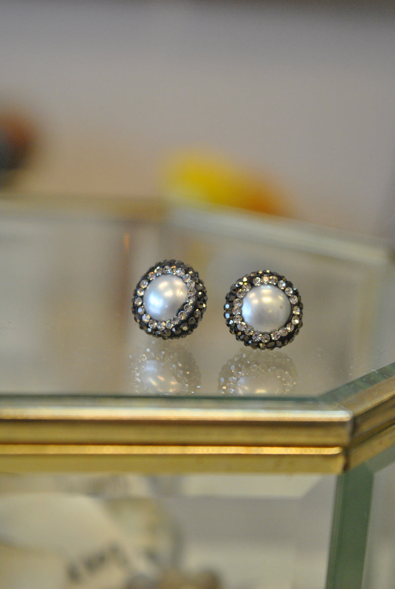 STUDS COLLECTION - WHITE FRESHWATER PEARLS AND SWAROVSKI CRYSTALS STUDS