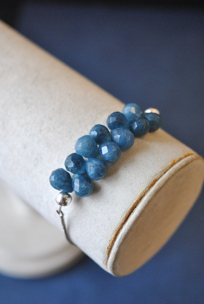 BLUE STONE TEARDROPS ADJUSTBALE DELICATE BRACELET