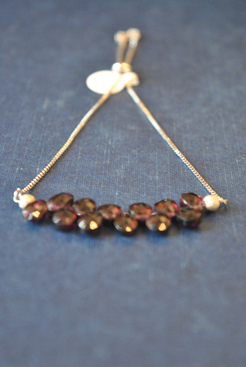 GARNET TEARDROPS ADJUSTABLE DELICATE BRACELET