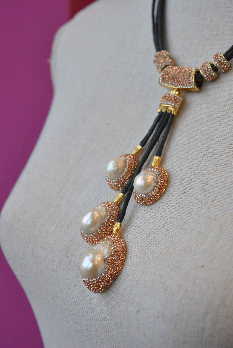 MOTHER OF PEARLS AND CHAMPAGNE SWAROVSKI CRYSTALS NECKLACE