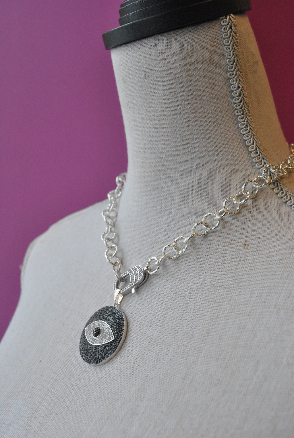 ANGEL EYE SIMPLE PENDANT NECKLACE