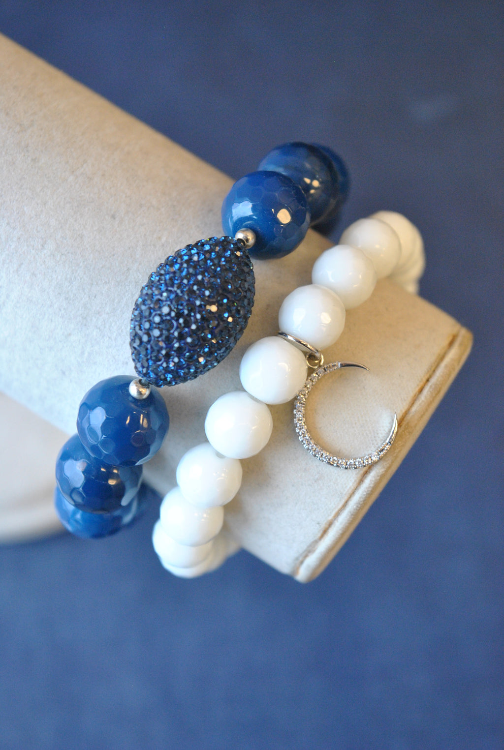 BLUE AGATE AND WHITE ONYX WITH CHARM STRETCHY BRACELET SET
