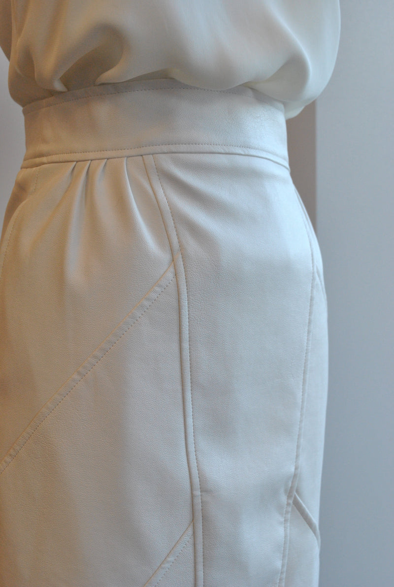 IVORY FAUX LEATHER SKIRT WITH POCKETS