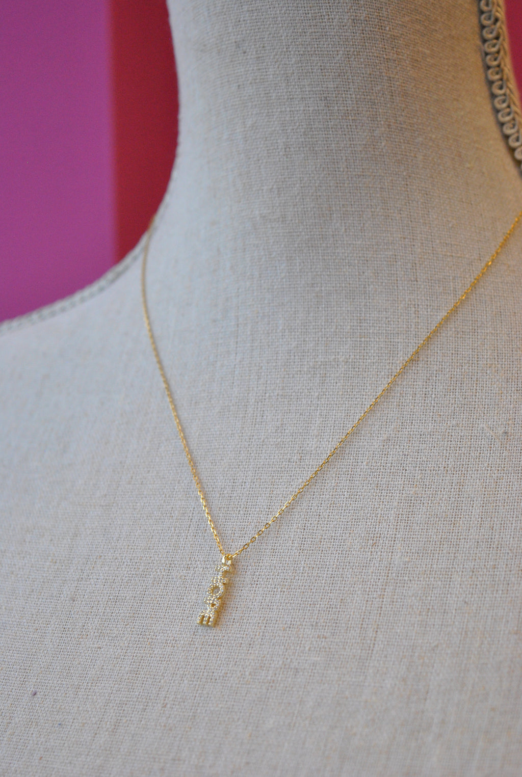 "DELICATE GOLD NECKLACE WITH ""HOPE"" CHARM"
