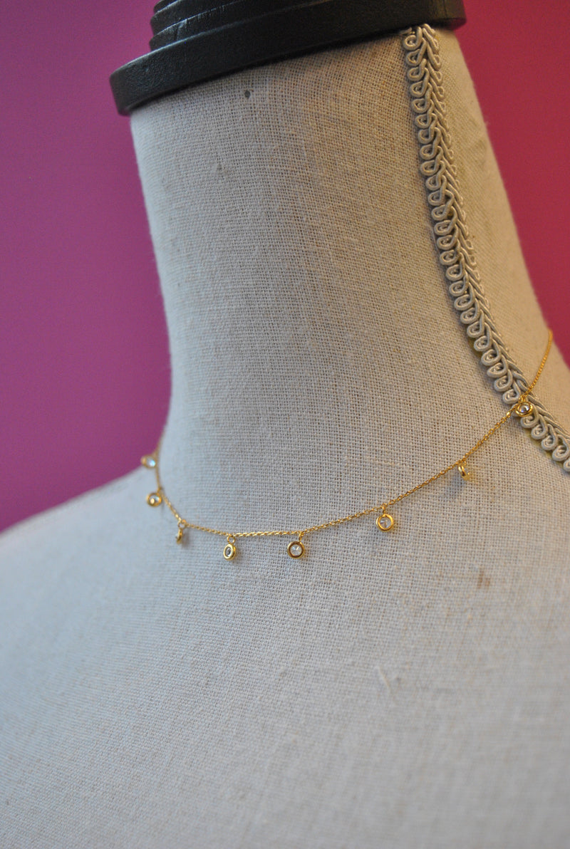 GOLD DELICATE CRYSTAL CHARMS CHOKER STYLE NECKLACE