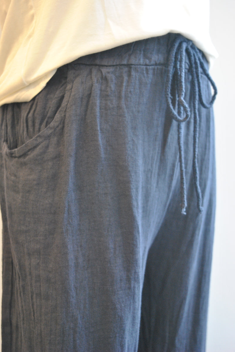 ITALIAN LINEN COLLECTION - NAVY BLUE CROPPED LINEN PANTS WITH SIDE POCKETS