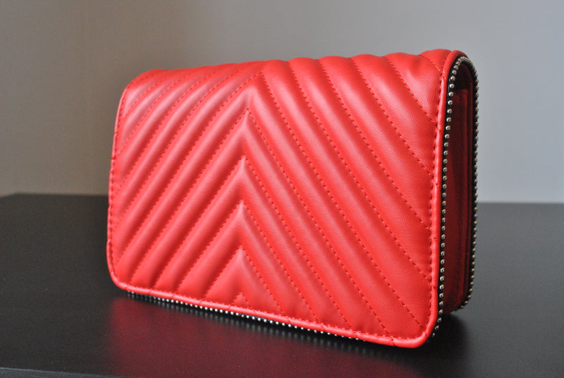 RED CROSSBODY HANDBAG WITH SILVER CHAIN