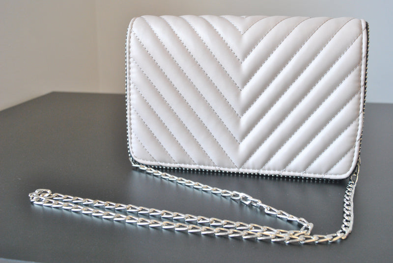 LIGHT BEIGE CROSSBODY / CLUTCH HANDBAG WITH SILVER CHAIN