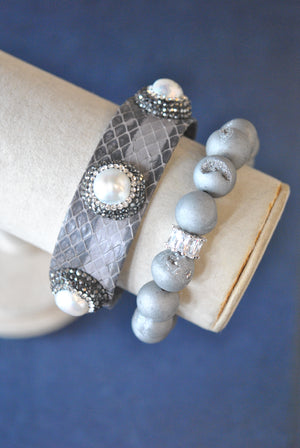 FROSTED SILVER AGATE AND GREY ECO LEATHER CUFF WITH MOTHER OF PEARLS AND SWAROVSKI CRYSTALS