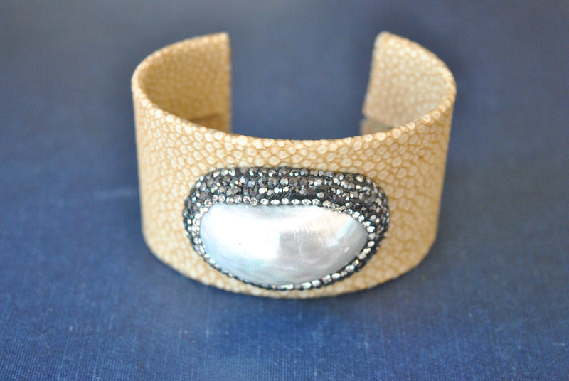 BEIGE ECO LEATHER CUFF WITH WHITE SHELL AND SWAROVSKI CRYSTALS