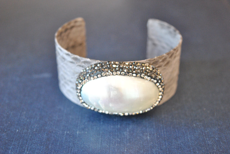 GREY ECO LEATHER CUFF WITH WHITE SHELL AND SWAROVSKI CRYSTALS