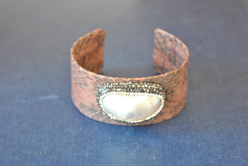 BROWN ECO LEATHER CUFF WITH MOTHER OF PEARLS AND SWAROVSKI CRYSTALS