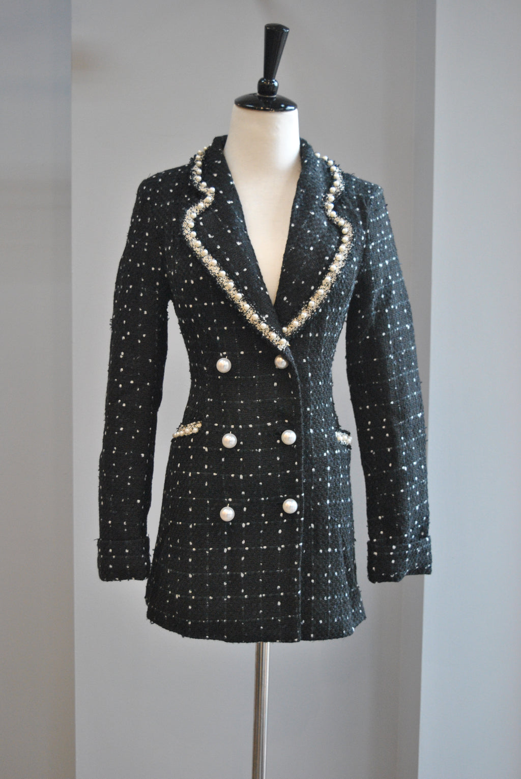 BLACK TWEED FIT JACKET WITH PEARL DETAILS