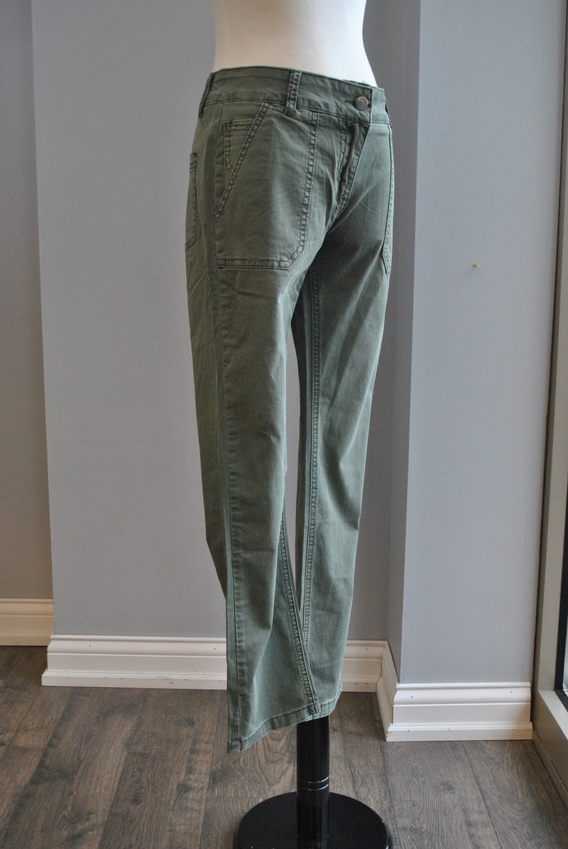 OLIVE GREEN CROPPED PANTS