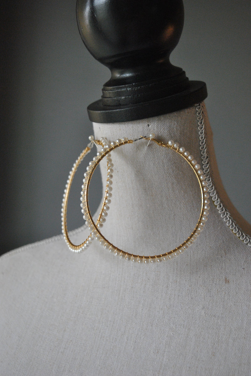 FASHION COLLECTION - WHITE GLASS PEARLS OVERSIZED HOOP EARRINGS