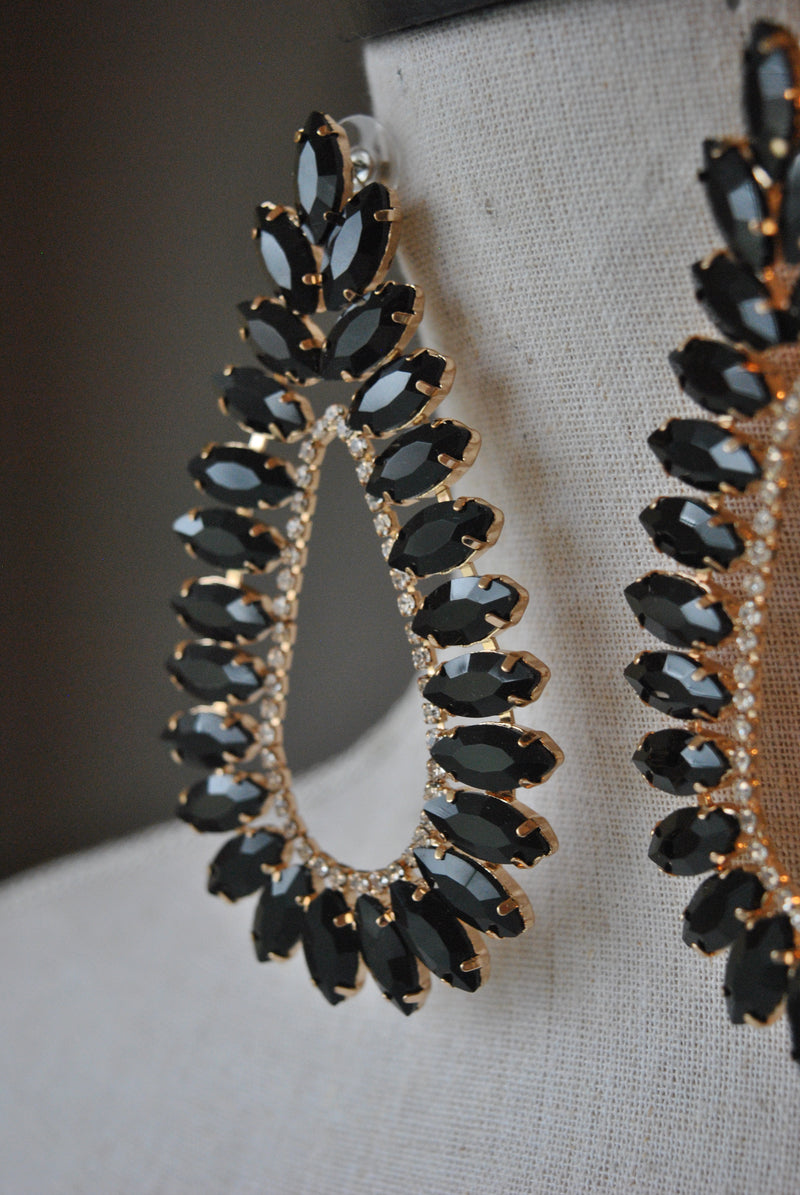 FASHION COLLECTION - BLACK CRYSTALS STAATEMENT EARRINGS