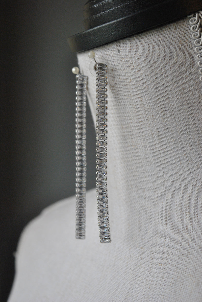 FASHION COLLECTION - CLEAR CRYSTALS LONG EARRINGS