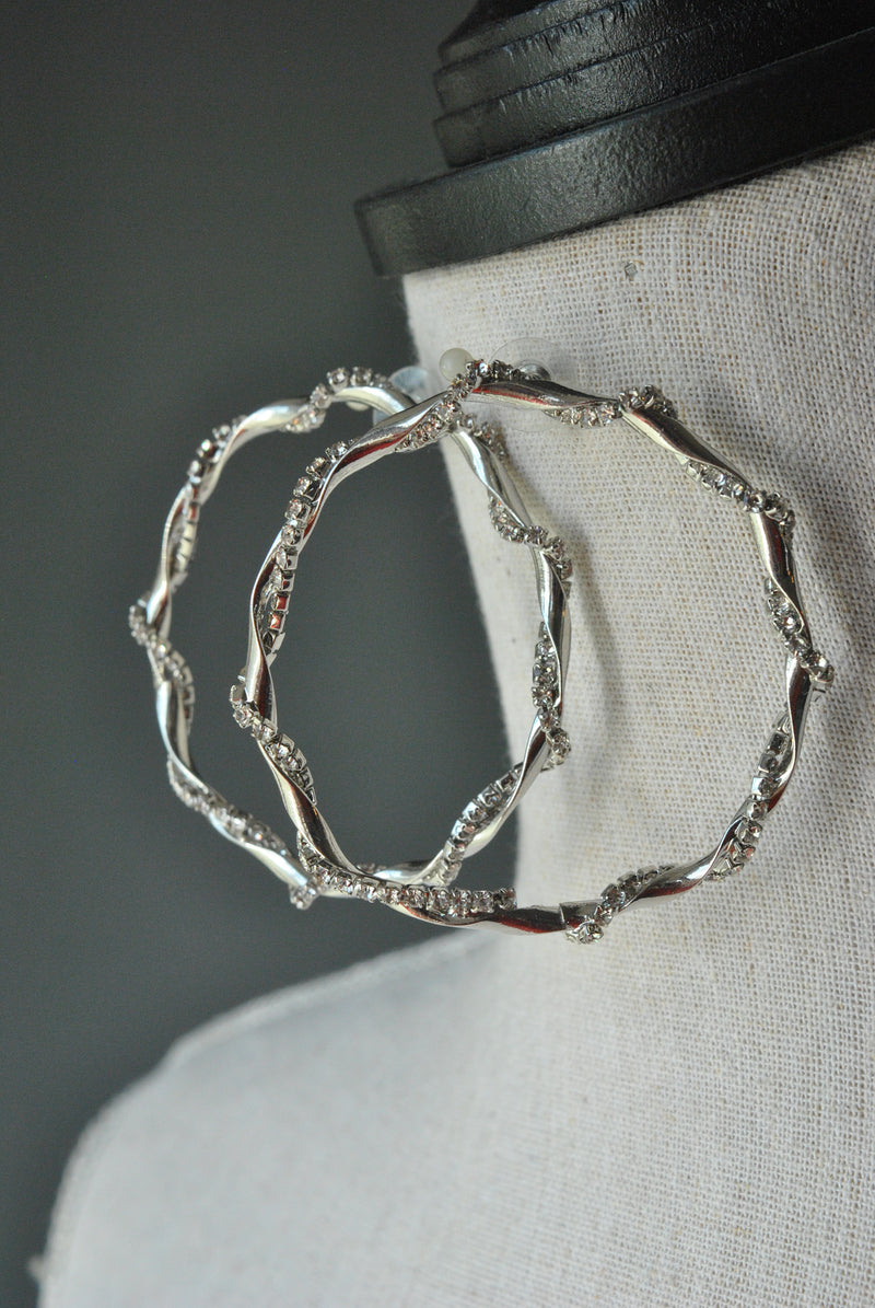 FASHION COLLECTION - CRYSTAL CLEAR SILVER HOOP EARRINGS