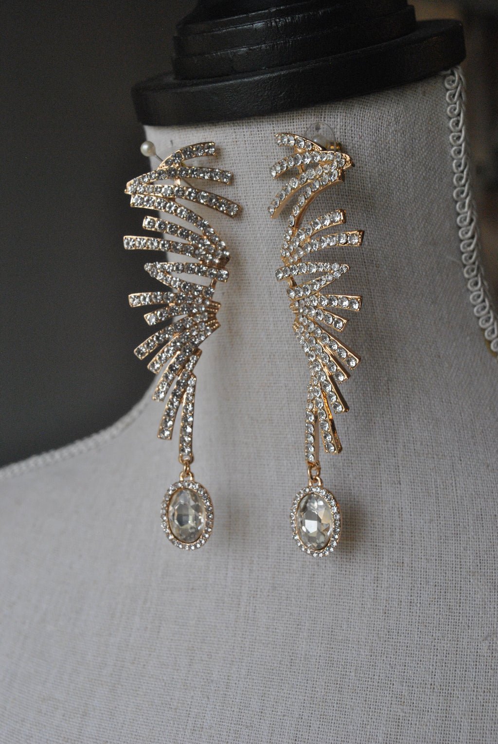 FASHION COLLECTION - CLEAR CRYSTALS ON GOLD STATEMENT EVENING EARRINGS