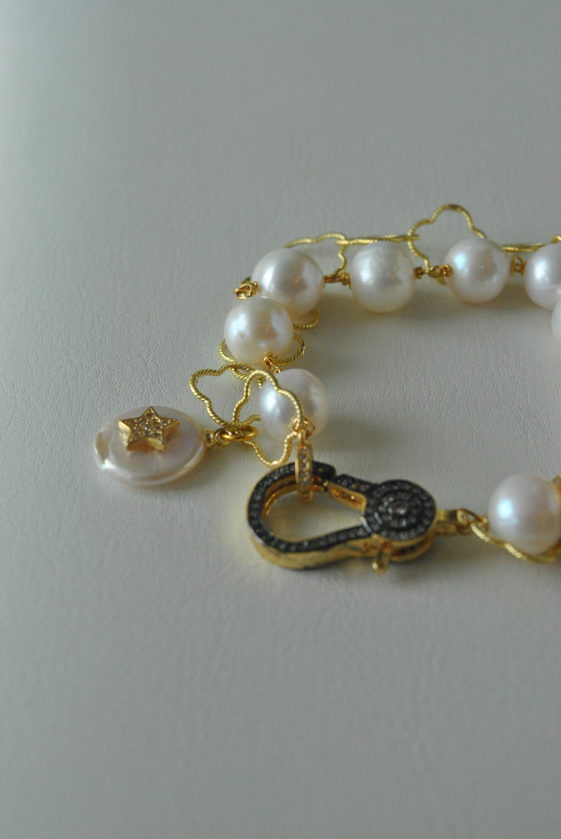 WHITE FRESHWATER PEARLS ON GOLD DOUBLE BRACELET