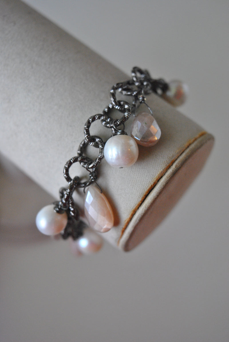 PEACH MOONTONE AND WHITE FRESHWATER PEARLS CHARM BRACELET