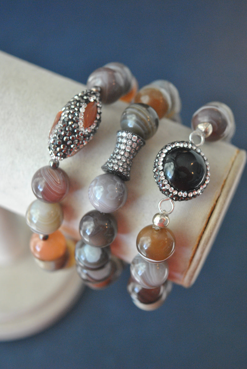 BEIGE AND GREY BOTSWANA AGATE BLACK ONYX AND CRYSTALS STRETCHY BRACELETS