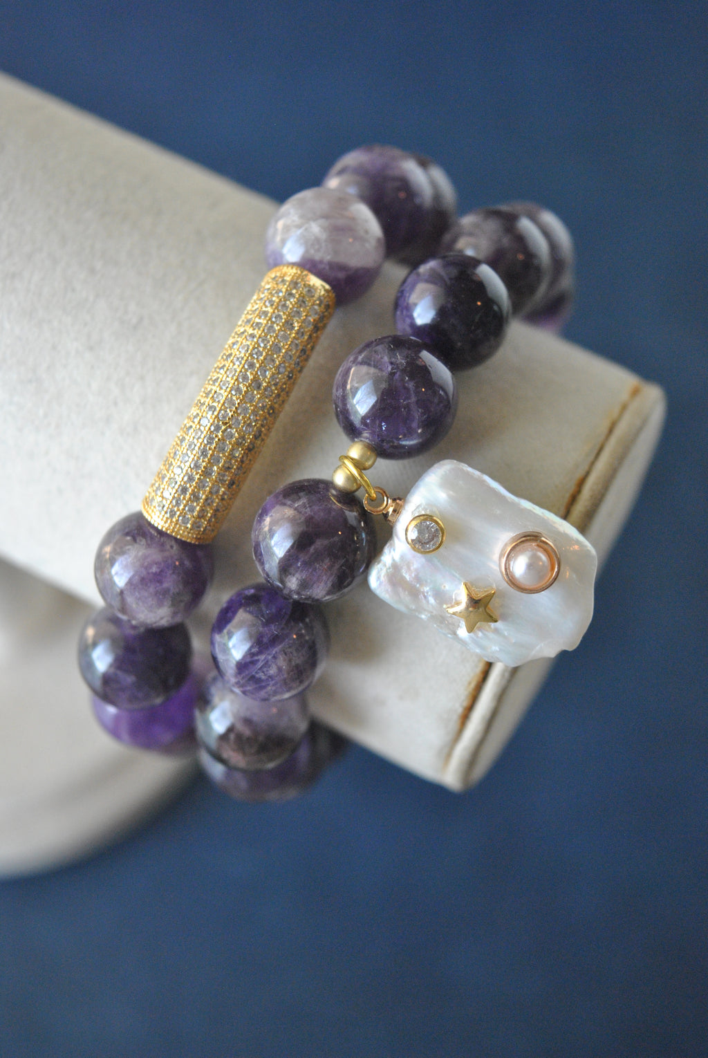 AMETHYST ON GOLD AND PEARL CHARM STRECHY BRACELETS SET