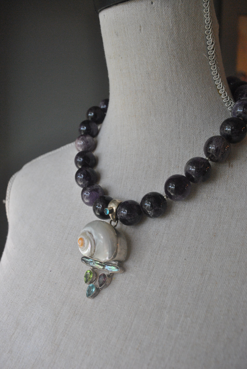 AMETHYST STATEMENT NECKLACE WITH SHELL PEARL AND AQUAMARINE PENDANT