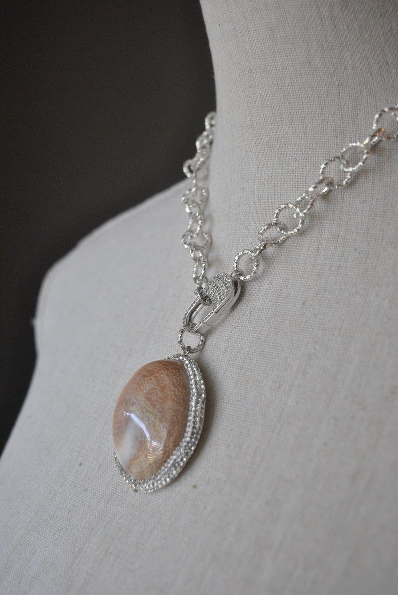 GOLDEN SHELL AND SWAROVSKI CRYSTALS NECKLACE