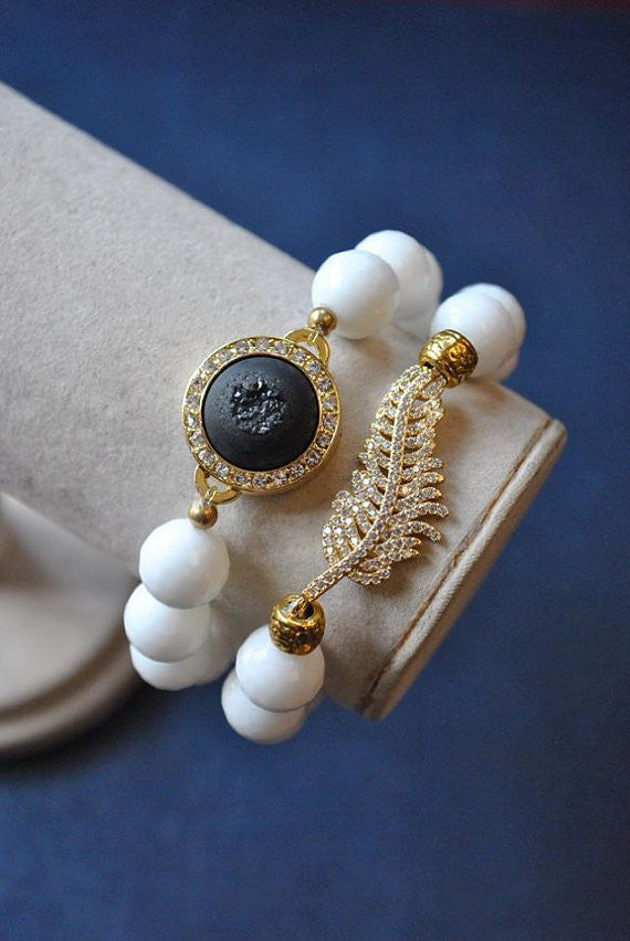 WHITE AGATE AND BLACK DRUZY CRYSTALS GOLD RHINESTONES FEATHER STRETCHY BRACELET SET