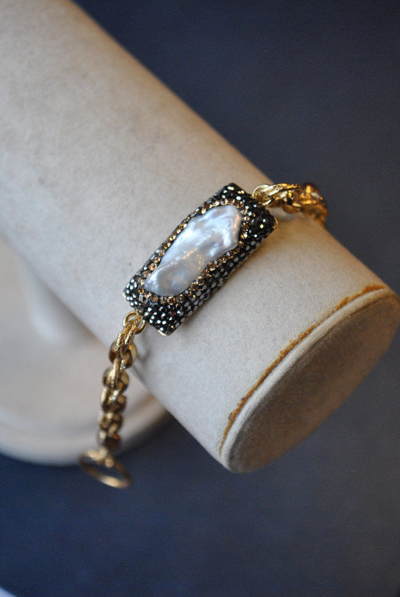 MOTHER OF PEARLS AND SWAROVSKI CRYSTALS 14KT GOLD ON SILVER CHAIN BRACELET