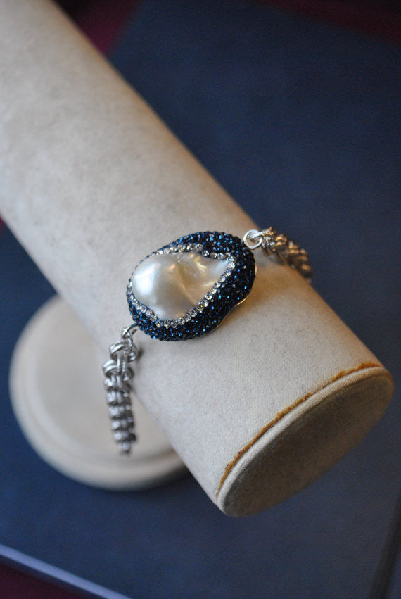 MOTHER OF PEARLS AND ROYAL BLUE SWAROVSKI CRYSTALS RHODIUM PLATED S/S CHAIN BRACELET