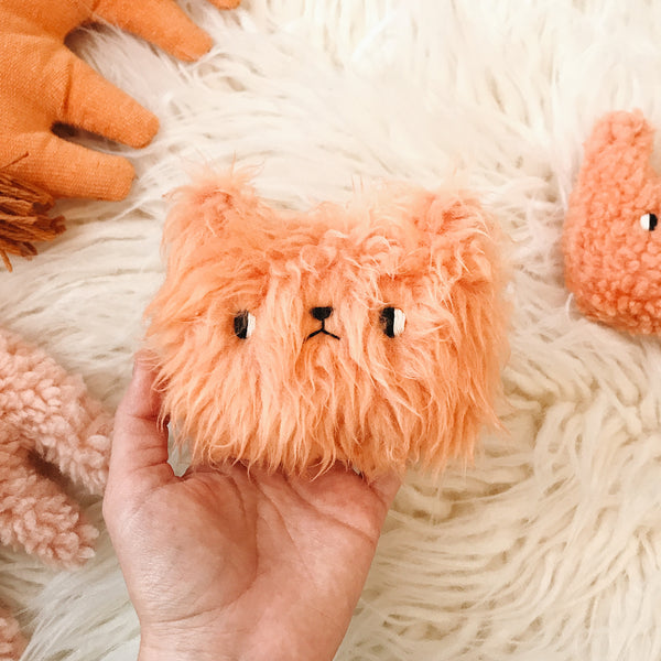Peach fuzz bear - Pocket plushie - sleepy king