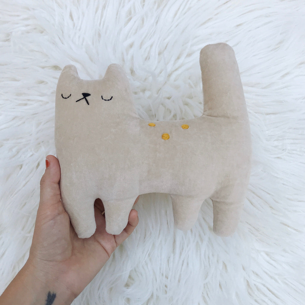 Latte organic velveteen cotton cat - sleepy king