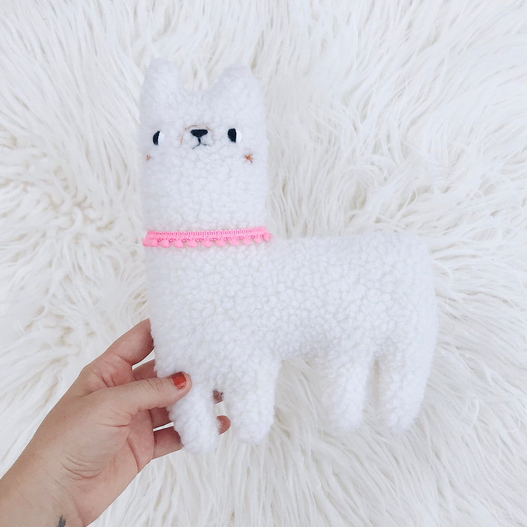 White Medium Alpaca - sleepy king