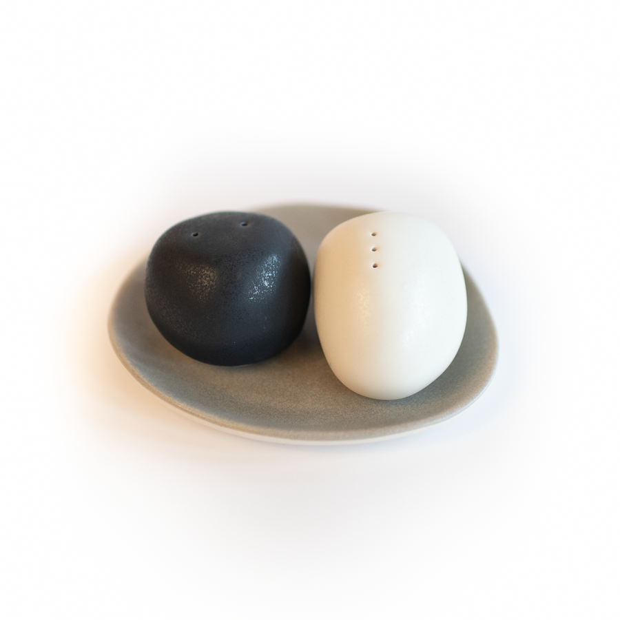 SALT & PEPPER SHAKER SET W/ TRAY