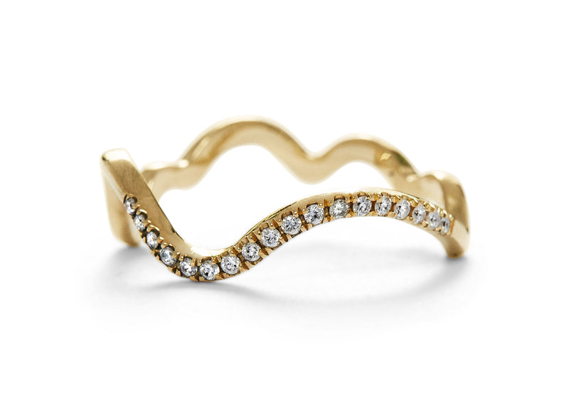 squiggle band // demi pave diamond band