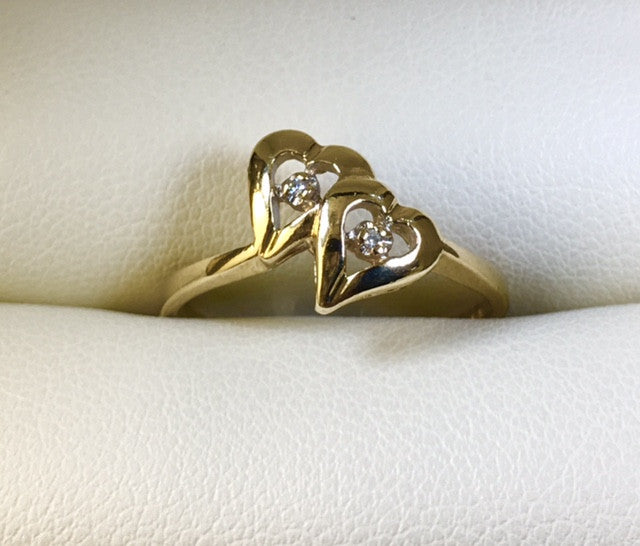 9CT YELLOW GOLD OPEN DOUBLE HEART DIAMOND LADIES RING