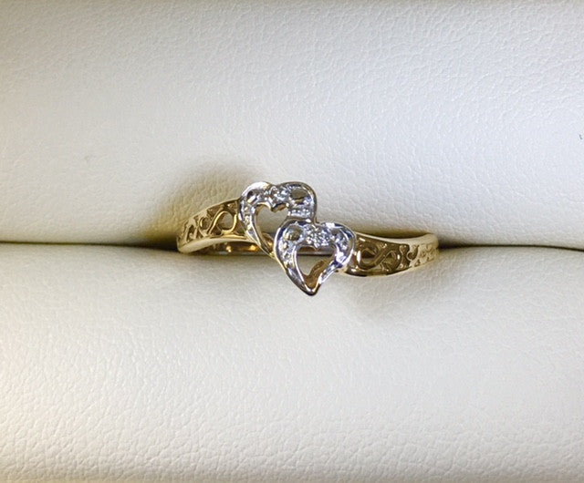 9CT YELLOW GOLD DOUBLE HEART DIAMOND LADIES RING