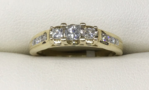 10CT YELLOW GOLD ENGAGEMENT RING WITH TRIO OF PRINCESS CUT AND ROUND SHOULDER DIAMONDS