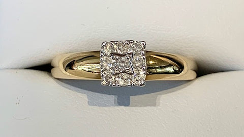 9ct Two Tone Yellow Gold with White Gold Setting 9x 0.25pt Diamond Ring in size P - R2382