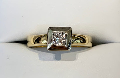 18ct Yellow Gold with White Gold Bezel Set 25pt Princess Cut Diamond Engagement Ring - size L1/2 - R2358
