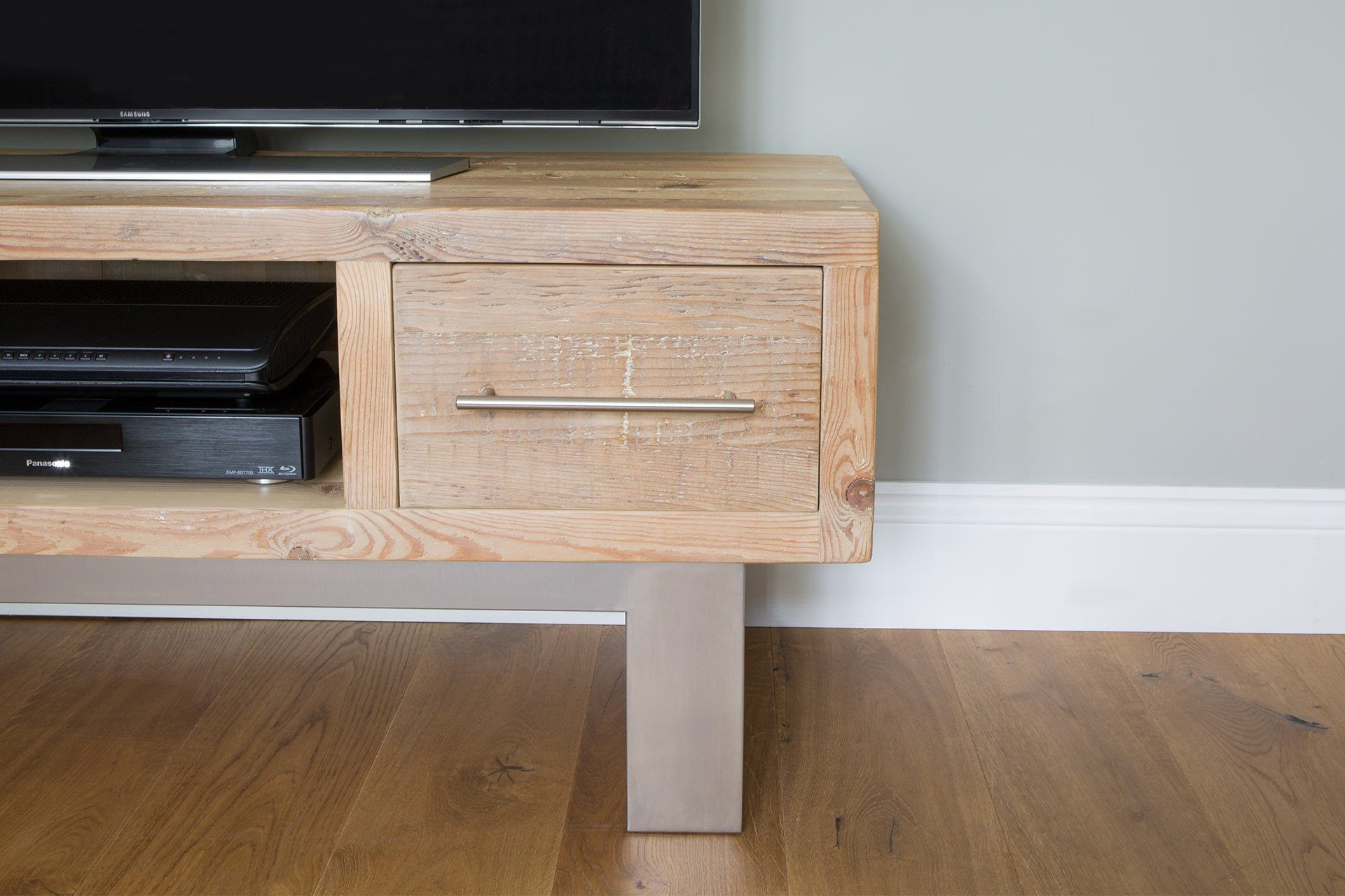 Natural 136.5cm Double TV Stand With Bar Handles