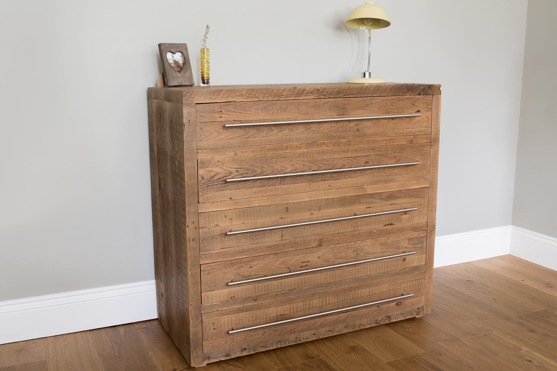 Warm 107cm Chest With 5 Drawers & Bar Handles