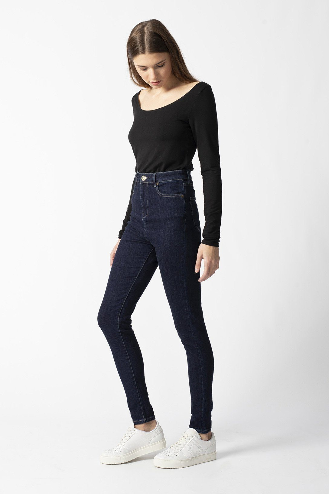 CARRIE rinse organic cotton Jeans by UCM - Komodo Fashion