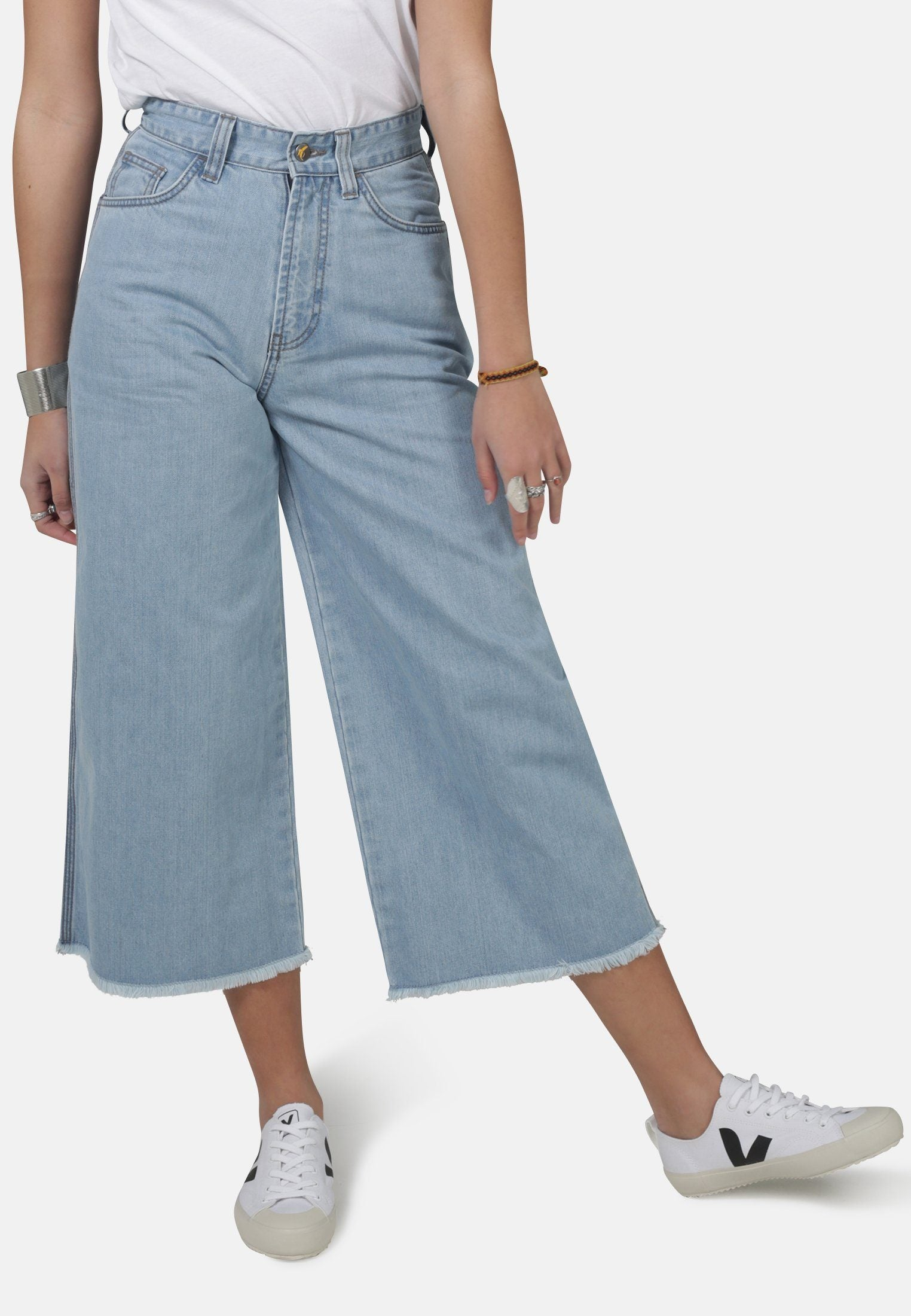 Skate Cropped Light Vintage Organic Cotton Jeans - Komodo Fashion