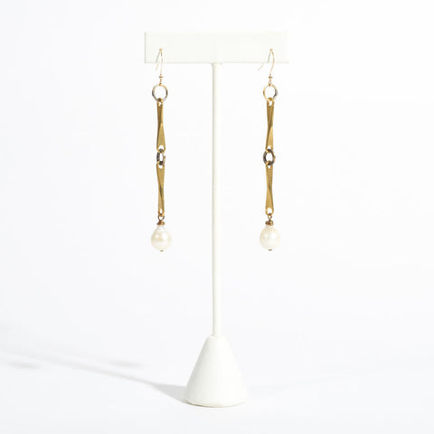 Bea Pendant White Pearl Earrings